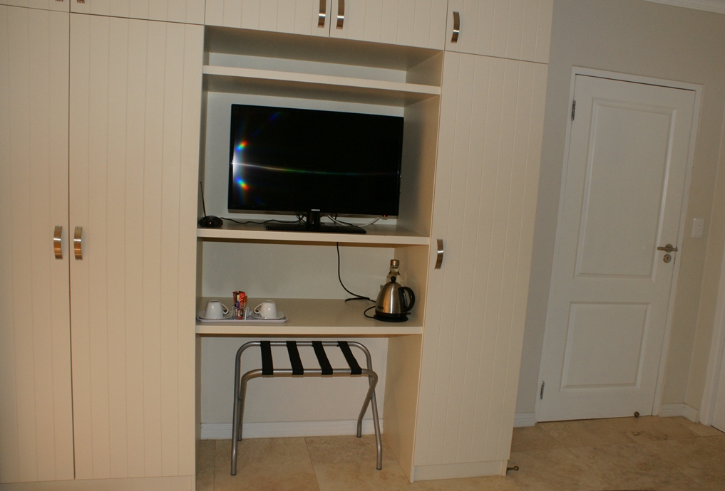 Tea/Coffee station with flat screen TV